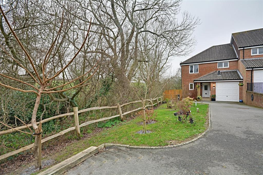 3 Bedrooms Semi Detached House for sale in Bexhill-On-Sea