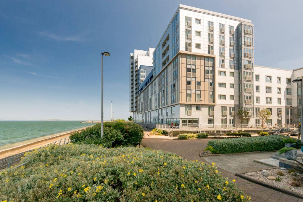 2 Bedrooms Ground Flat for sale in 10/2 Western Harbour Breakwater, Edinburgh, EH6 6PZ