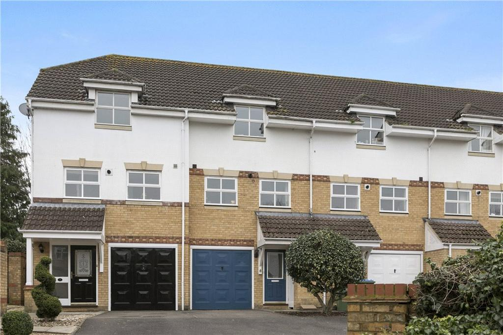 3 Bedrooms Terraced House for sale in Lyster Mews, Cobham, Surrey, KT11