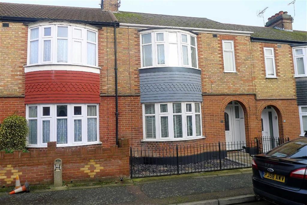 3 Bedrooms Terraced House for sale in Larkfield Avenue, Gillingham, Kent, ME7
