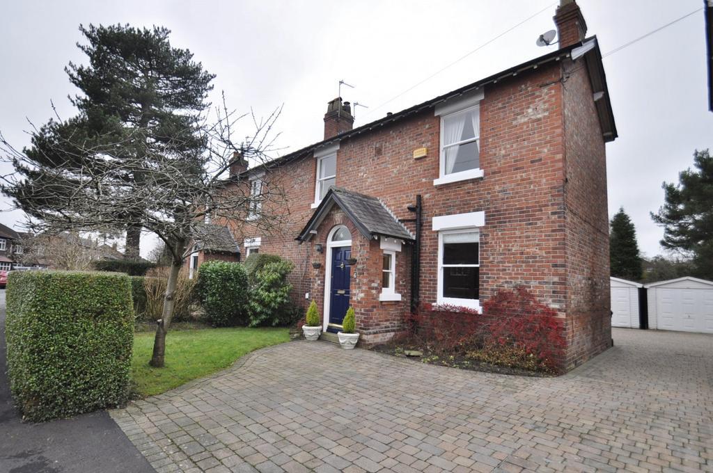 3 Bedrooms Semi Detached House for sale in Kitt's Moss Lane, Bramhall,