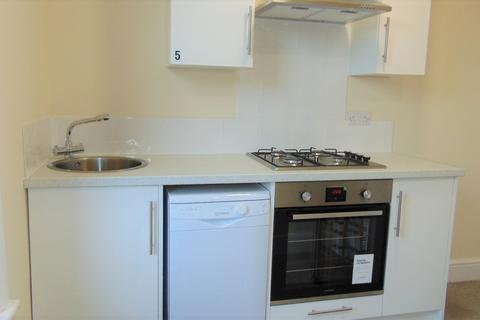 Studio to rent - LAWRENCE ROAD, SOUTHSEA PO5