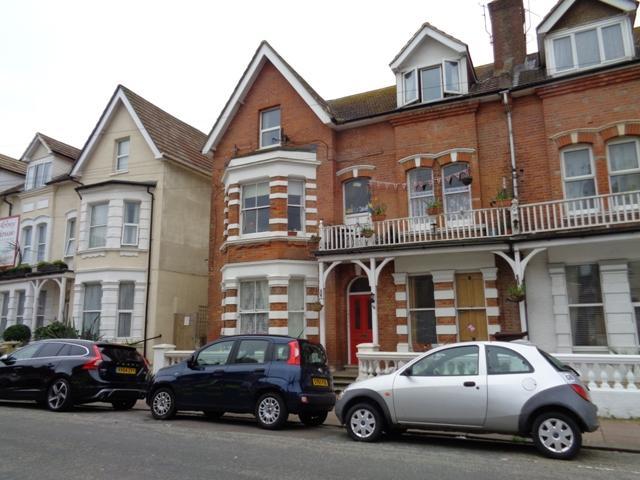2 Bedrooms Flat for rent in Albert Road, Bexhill on Sea TN40