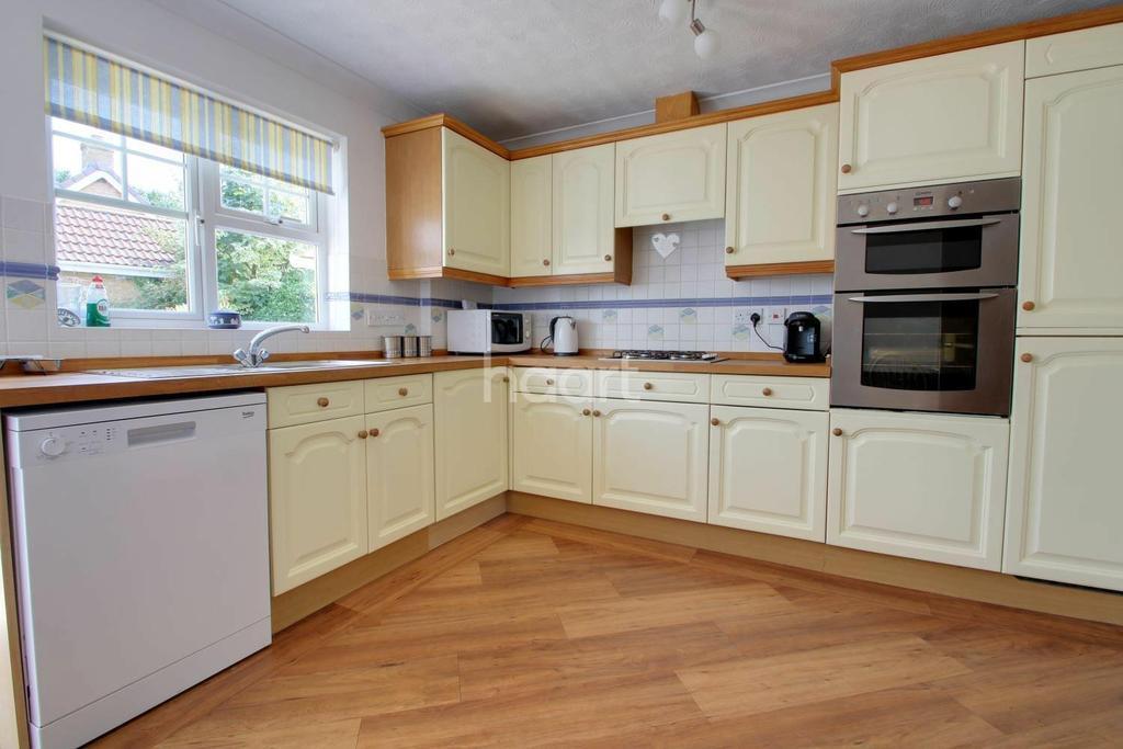3 Bedrooms Bungalow for sale in Meadow Way