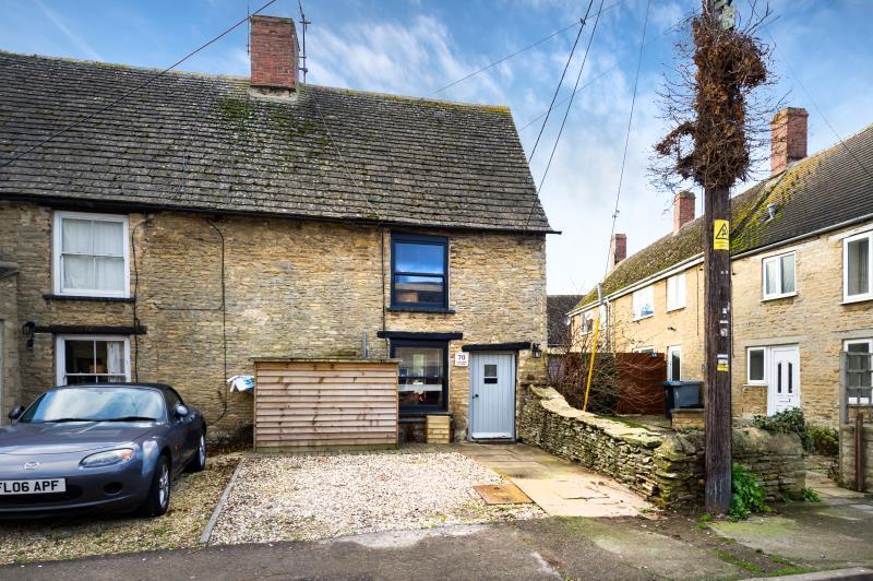 2 Bedrooms Semi Detached House for sale in Laburnum Cottage, Station Road, Brize Norton, Carterton