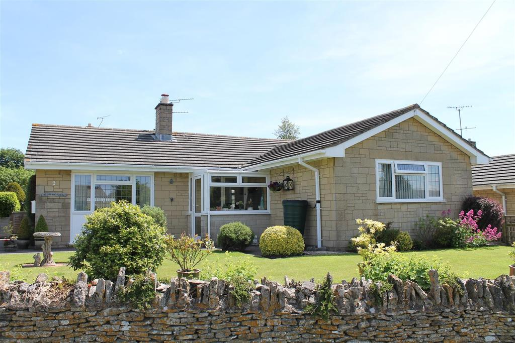 3 Bedrooms Bungalow for sale in Cambridge Way, Minchinhampton, Stroud
