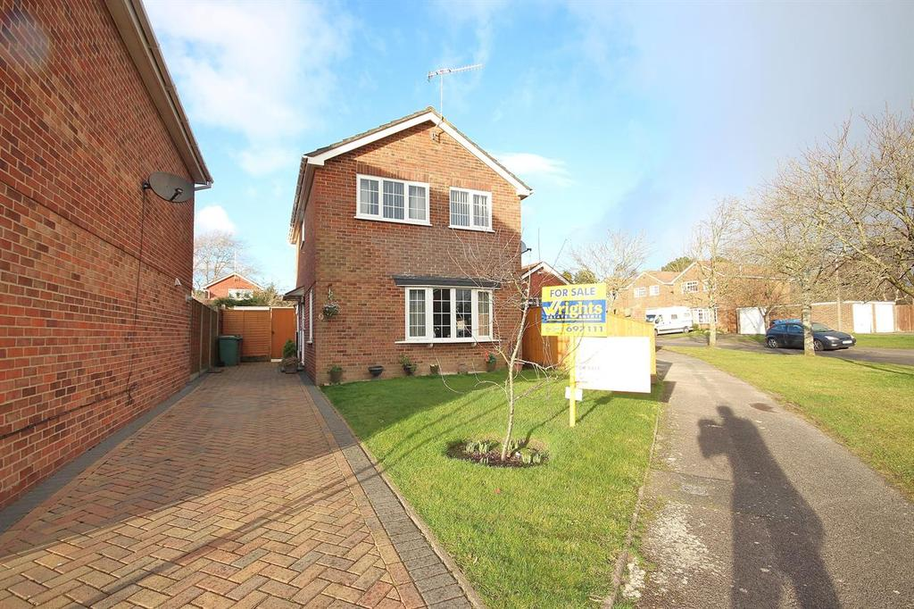 3 Bedrooms Detached House for sale in Pimpern Close, Canford Heath, Poole