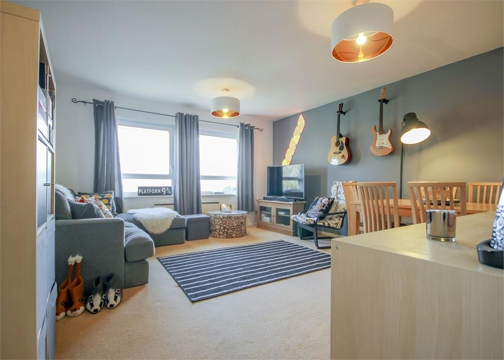 2 Bedrooms Flat for sale in Underwood Court, Chapel Lane, Binfield, Berkshire