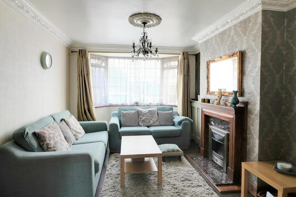 3 Bedrooms Terraced House for sale in Church Lane, Dagenham
