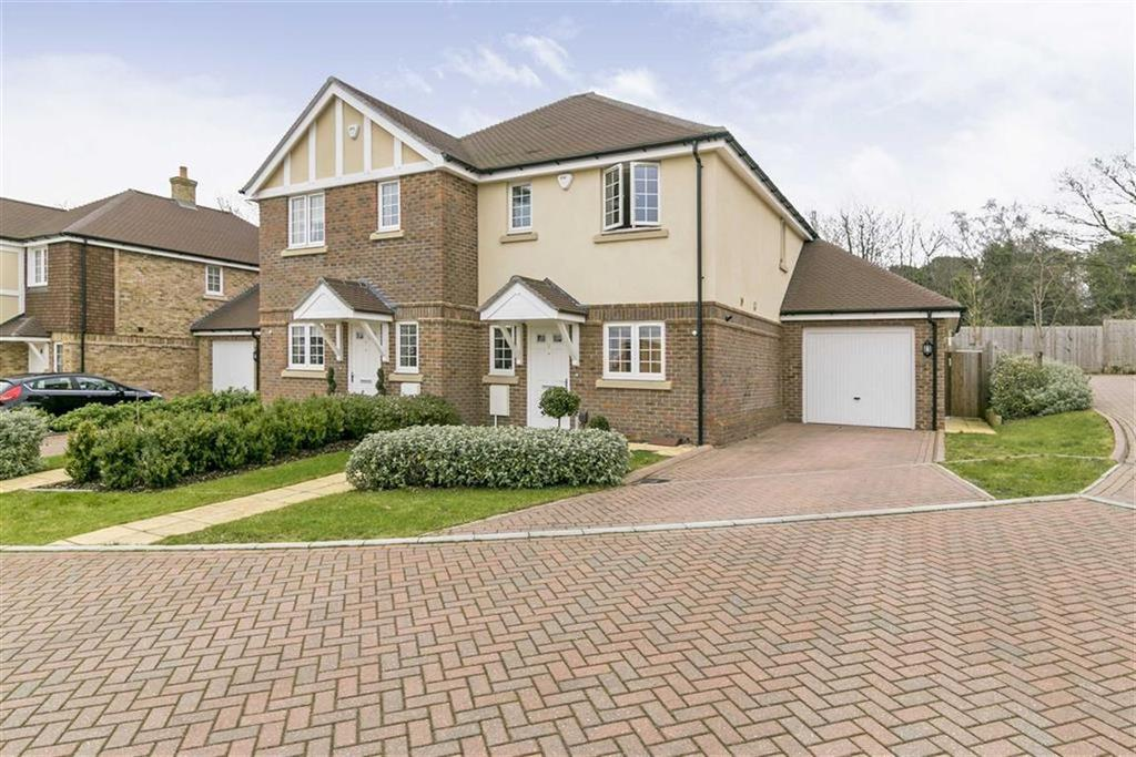 3 Bedrooms Semi Detached House for sale in Anmer Close, Tadworth, Surrey