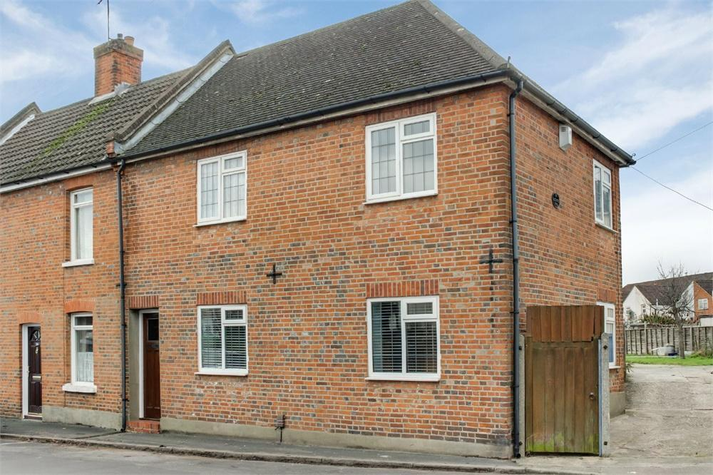 3 Bedrooms End Of Terrace House for sale in Newport Road, Aldershot, Hampshire