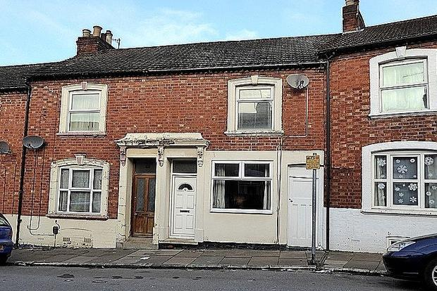 3 Bedrooms Terraced House for sale in Gordon Street, Semilong, Northampton, NN2