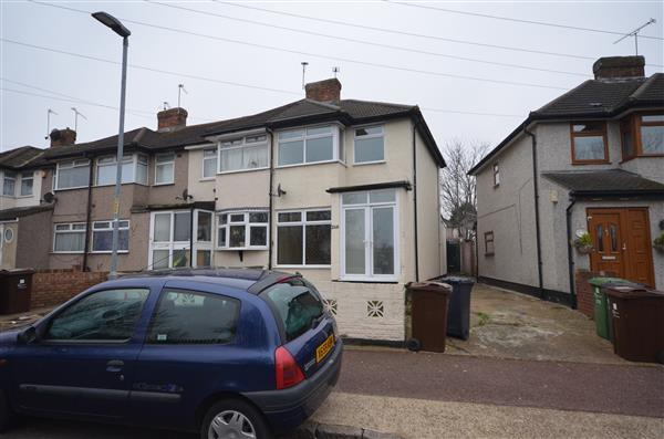 3 Bedrooms Semi Detached House for rent in Oval Road North, Dagenham