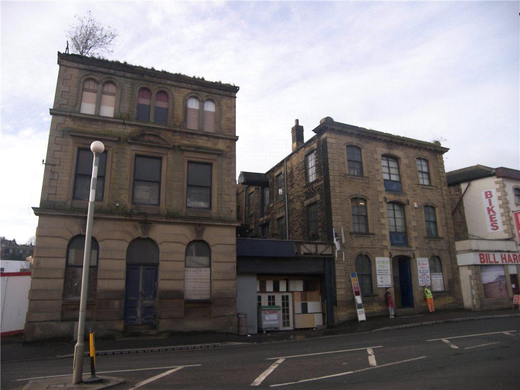 House for sale in Bradford Road, Dewsbury, West Yorkshire