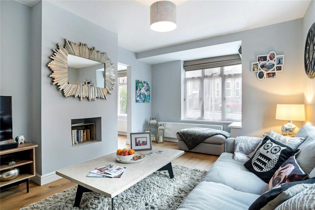 2 Bedrooms Flat for sale in York Road, Guildford, Surrey, GU1