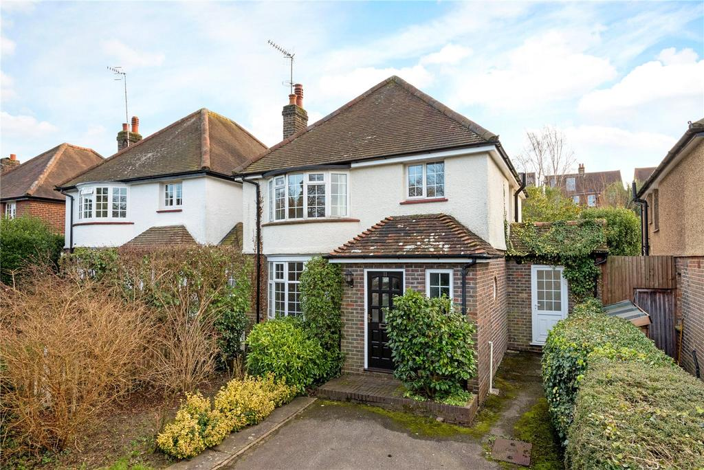 3 Bedrooms Detached House for sale in The Close, Reigate, Surrey, RH2