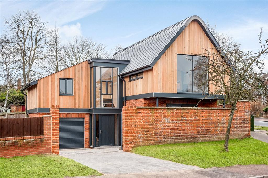 3 Bedrooms Detached House for sale in Magdalen Road, Hadleigh, Ipswich, Suffolk, IP7