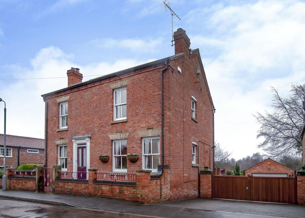 4 Bedrooms Detached House for sale in Town Street, Lound, Retford
