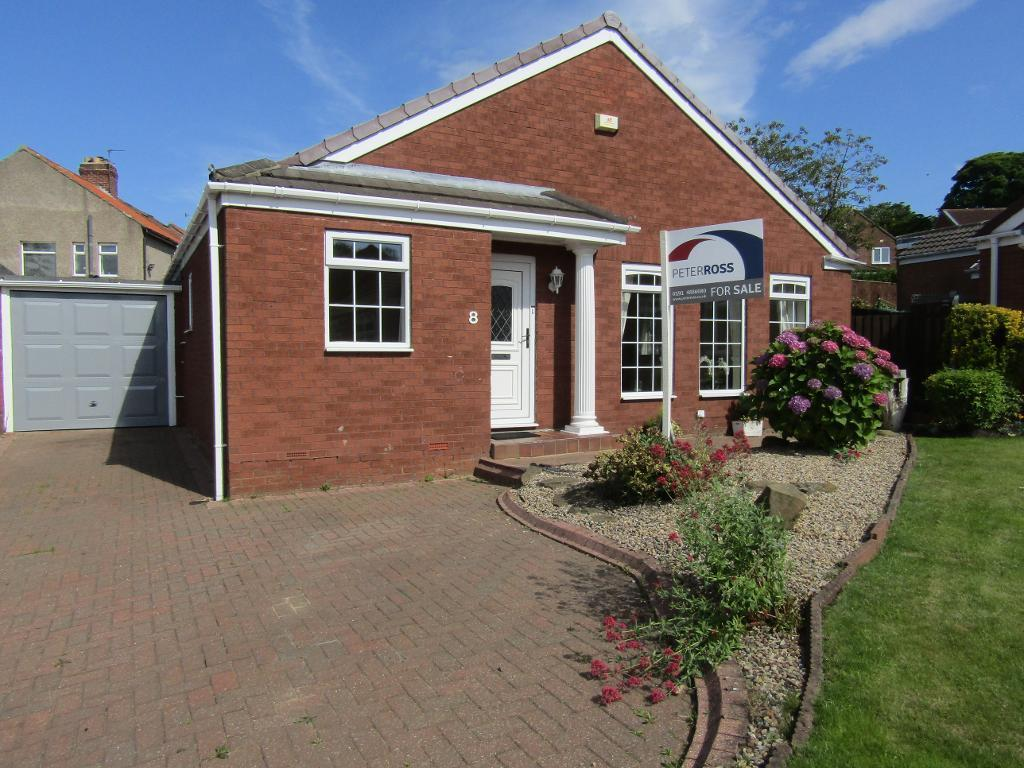 3 Bedrooms Detached Bungalow for sale in Sandringham Drive, Whickham, Whickham, Tyne and Wear, NE16 5ZA