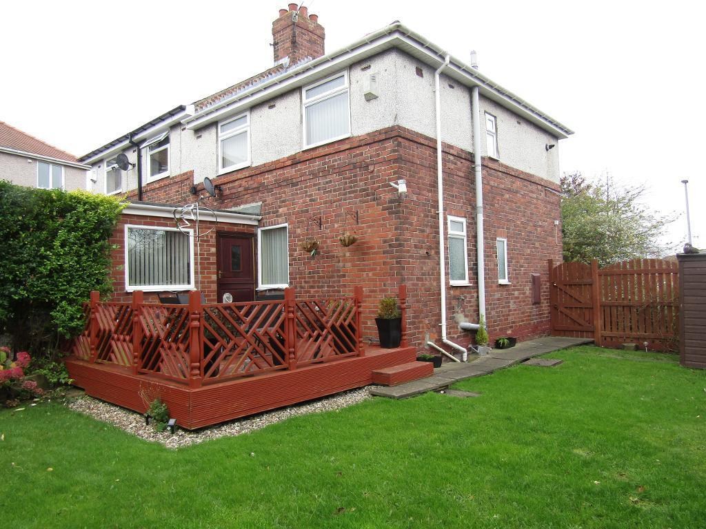 3 Bedrooms Semi Detached House for sale in Whickham Bank, Whickham, Newcastle upon Tyne, Tyne Wear, NE16 4AT