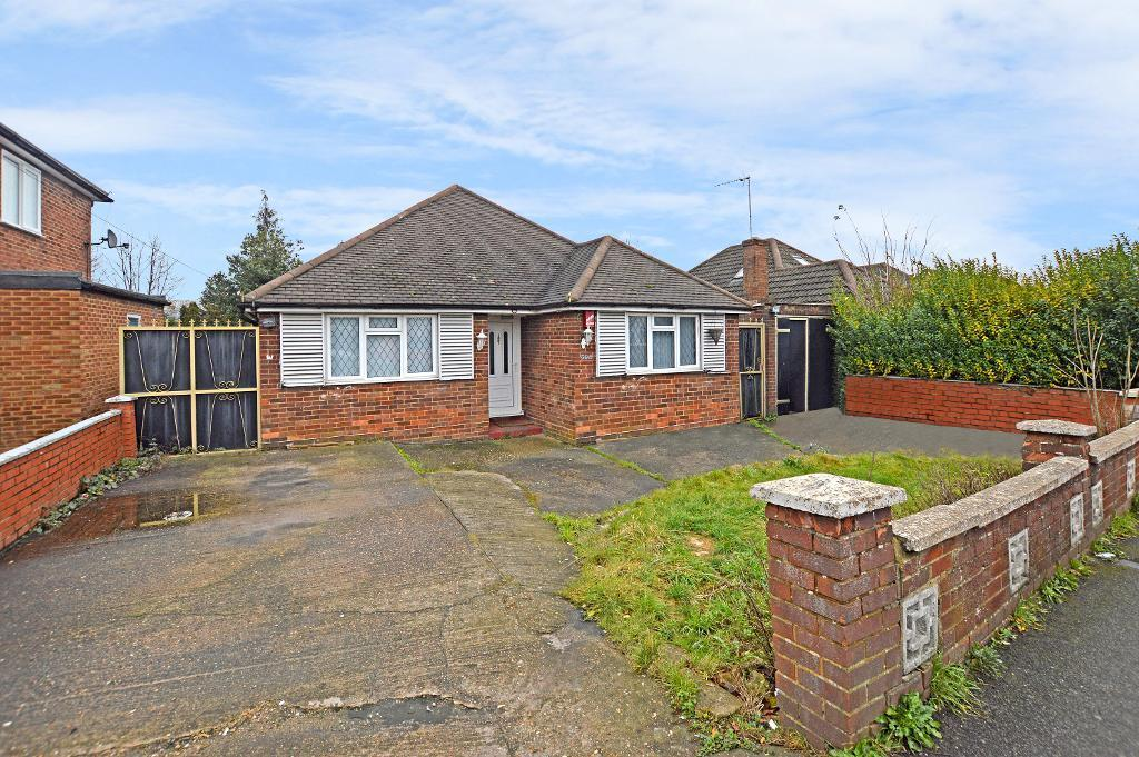 3 Bedrooms Bungalow for sale in Selbourne Road, Luton, Bedfordshire, LU4 8NU