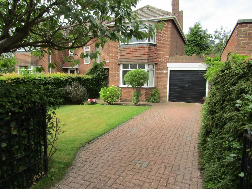 3 Bedrooms Semi Detached House for sale in Queens Drive, Whickham, Whickham, Tyne and Wear, NE16 4PX