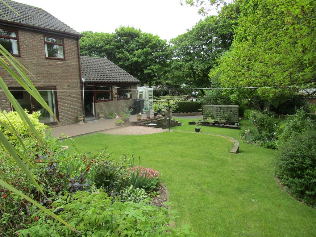 4 Bedrooms Detached House for sale in Oakfields, Burnopfield, Burnopfield, Tyne and Wear, NE16 6PQ