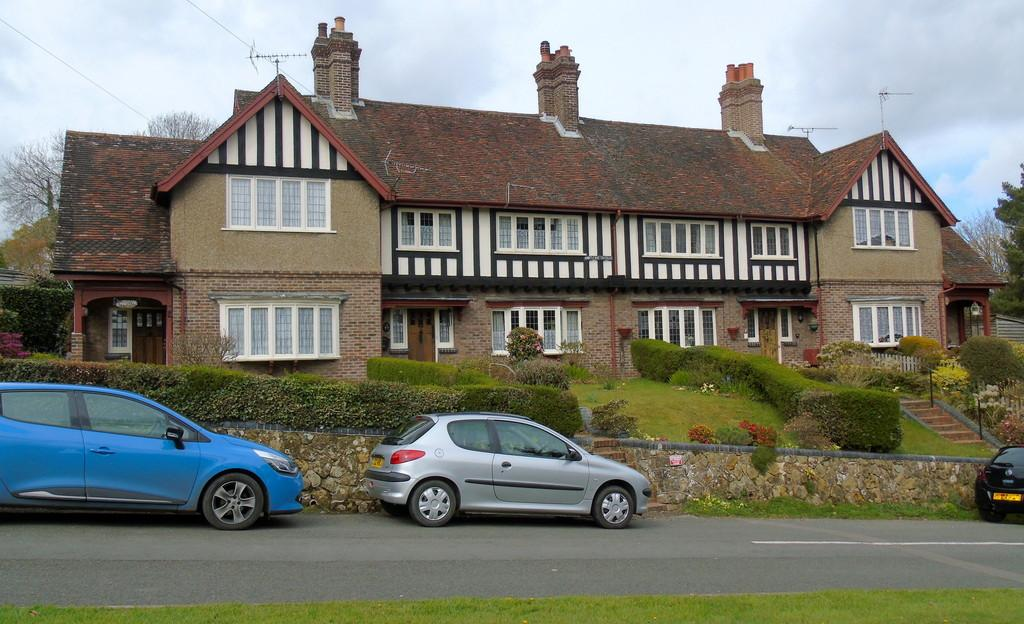 3 Bedrooms Terraced House for rent in Turners Hill, West Sussex