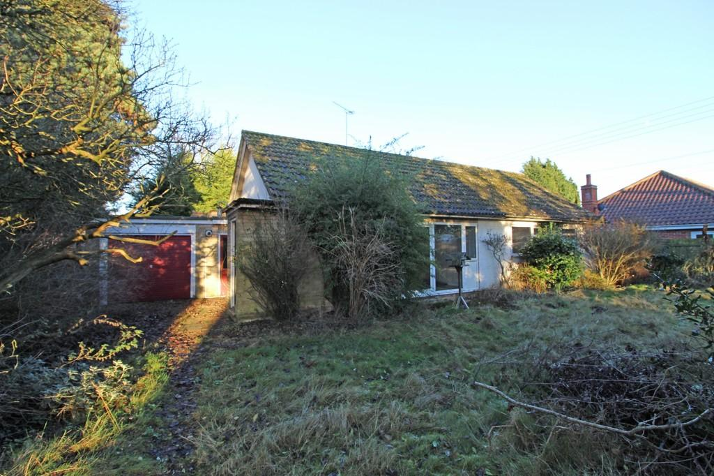 3 Bedrooms Detached Bungalow for sale in Nacton, Nr Ipswich, Suffolk