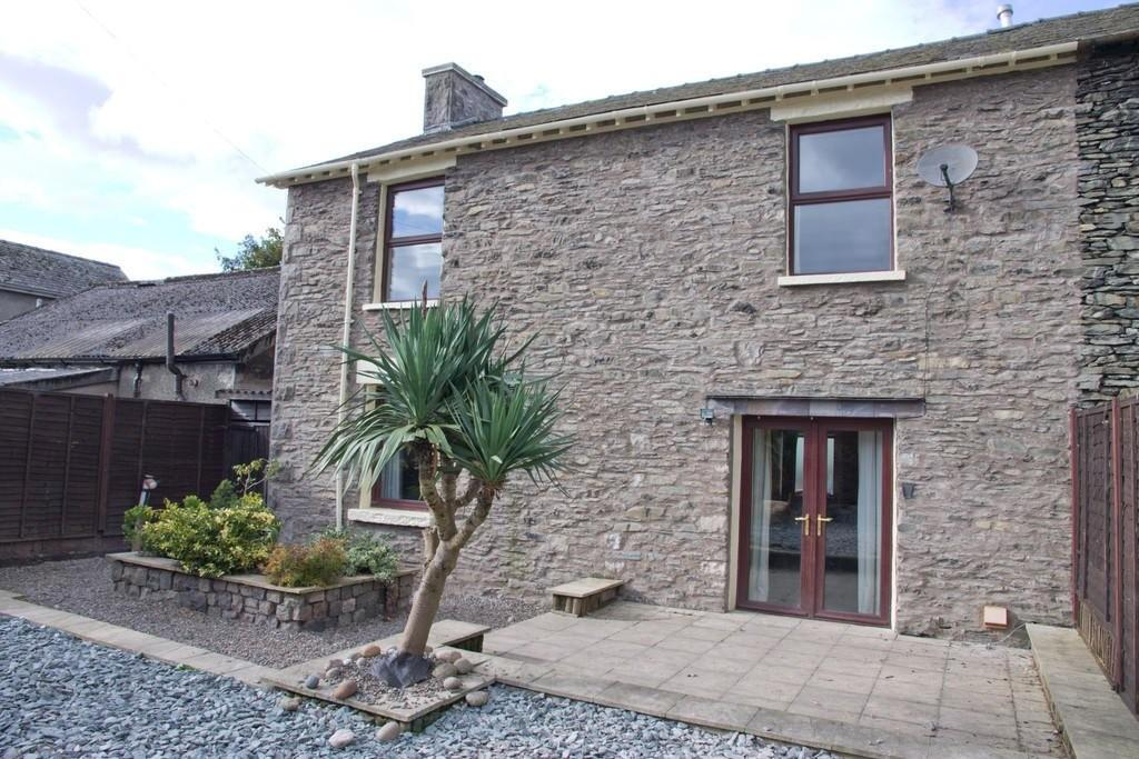 3 Bedrooms Semi Detached House for sale in South View, Steeles Row, Burneside, Kendal, Cumbria LA9 6PY