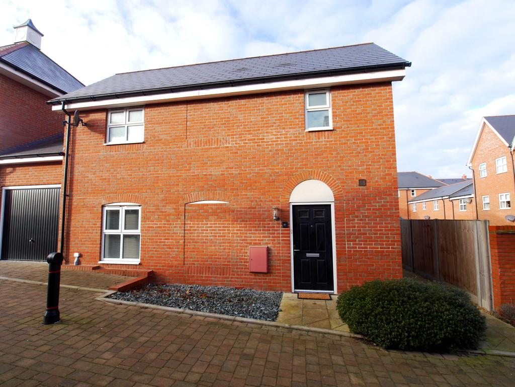 2 Bedrooms Link Detached House for rent in Lenz Close, Colchester, Essex, CO1 2FP