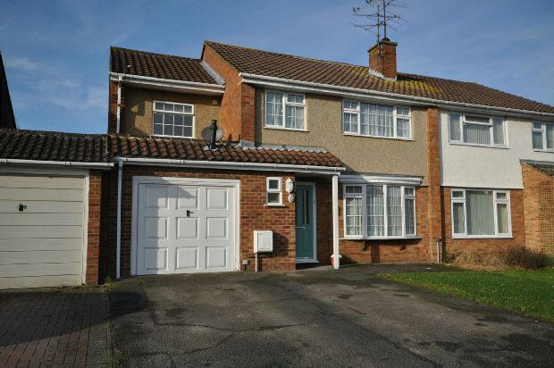 4 Bedrooms Semi Detached House for sale in Caldbeck Drive, Woodley, Reading,