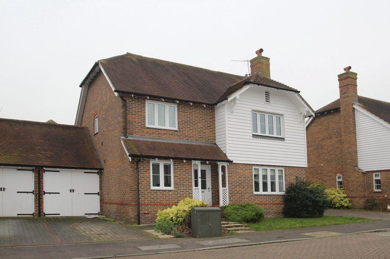 4 Bedrooms Detached House for sale in Mill Stream Place, Tonbridge