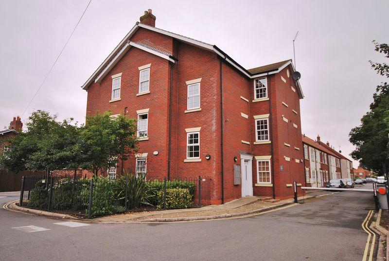 2 Bedrooms Flat for sale in Platform 17, Grovehill Road, Beverley