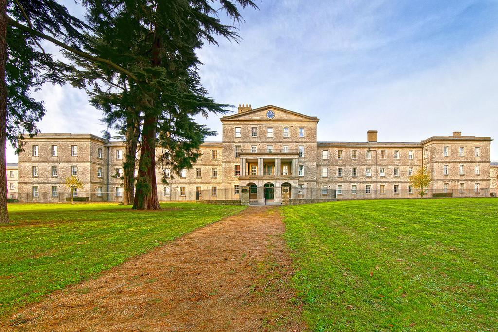 2 Bedrooms Apartment Flat for sale in St Andrews Park, Maidstone