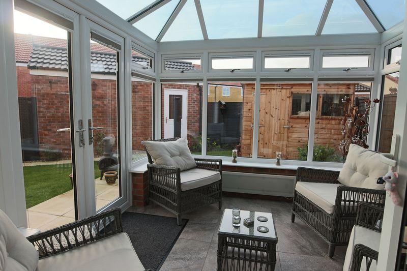 3 Bedrooms Detached House for sale in Hunton Road, Oulton Broad, Lowestoft