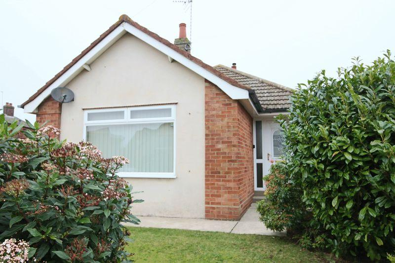 2 Bedrooms Detached Bungalow for sale in Ferndale Avenue, Lowestoft
