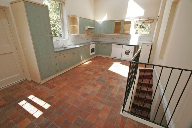 3 Bedrooms Apartment Flat for rent in CUCKFIELD