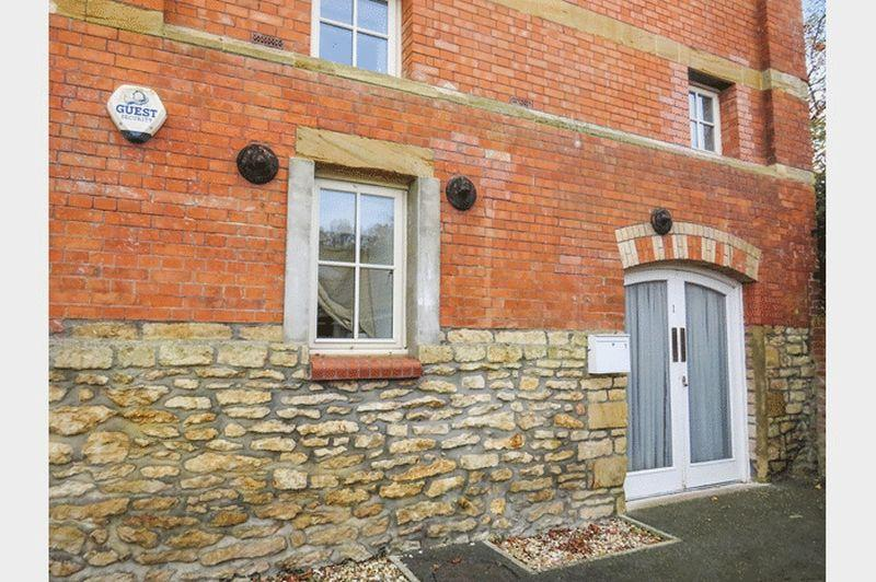 1 Bedroom Apartment Flat for sale in Old Mill Lane, Crewkerne