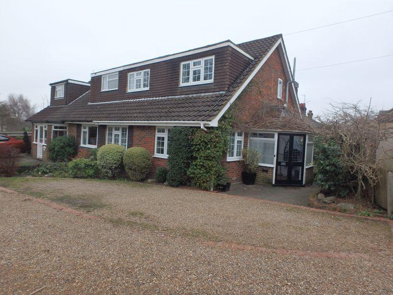 3 Bedrooms Semi Detached House for sale in Bramble Walk, Epsom