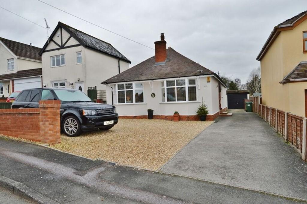 2 Bedrooms Detached Bungalow for sale in Garden Drive, Rugeley