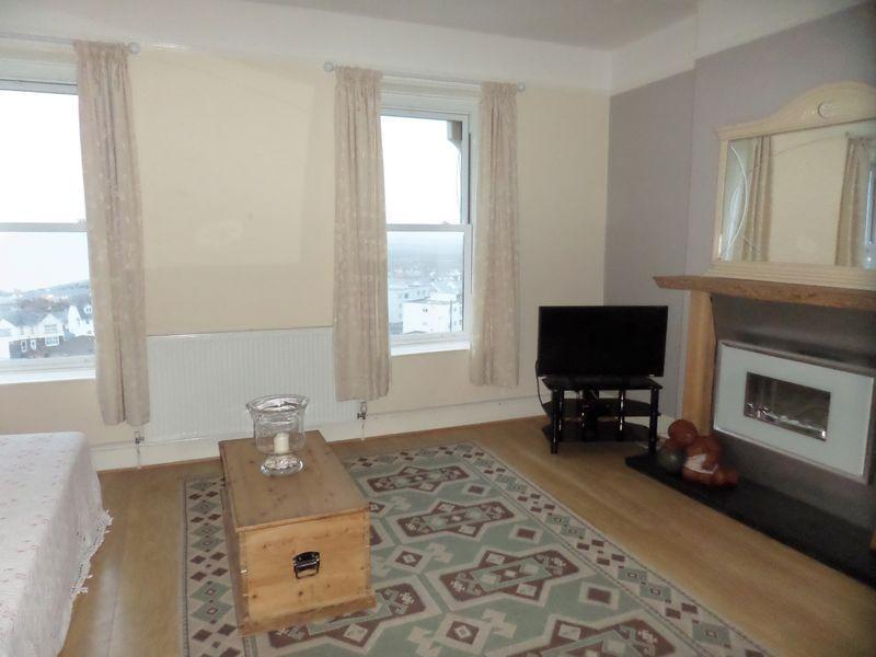 2 Bedrooms Apartment Flat for rent in Kingsley Road, Westward Ho! Bideford