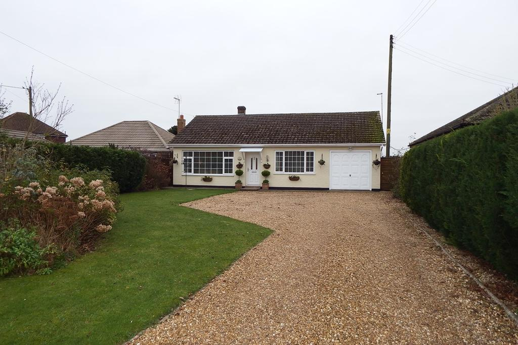 3 Bedrooms Detached Bungalow for sale in Stockwell Gate West, Whaplode, PE12