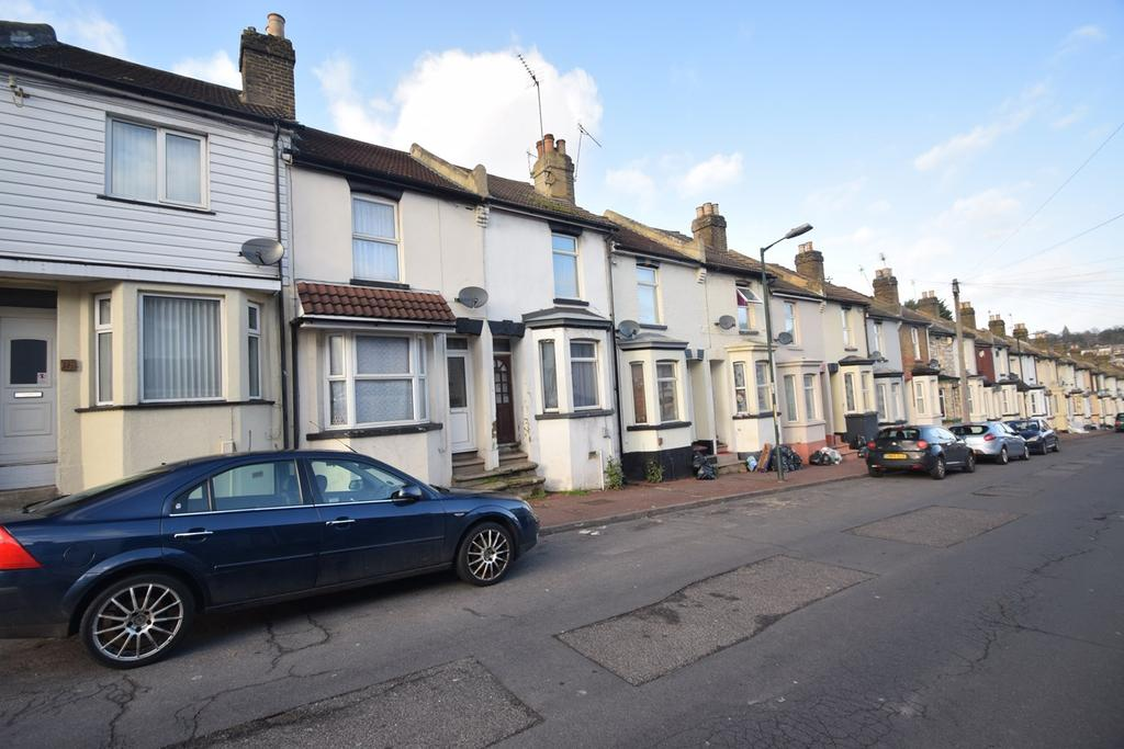 3 Bedrooms Terraced House for sale in Castle Road, Chatham, ME4
