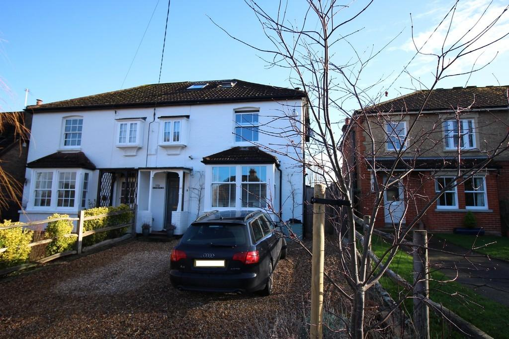 3 Bedrooms Semi Detached House for rent in Glaziers Lane, Normandy