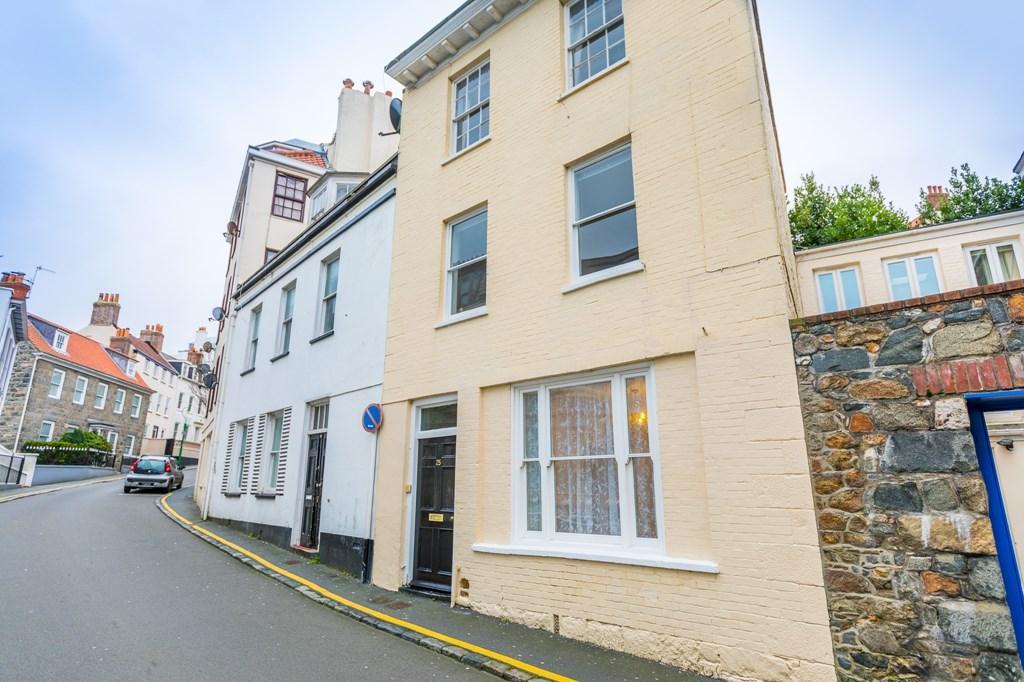 2 Bedrooms Maisonette Flat for sale in 25 Hauteville, St. Peter Port, Guernsey