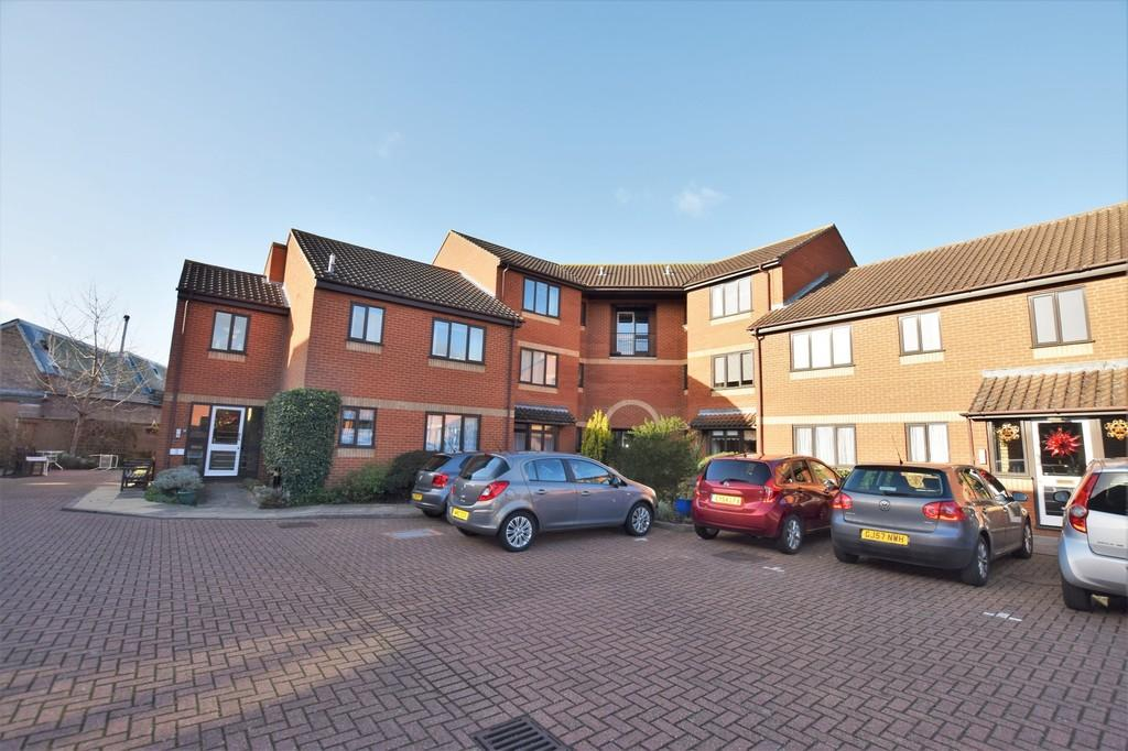 2 Bedrooms Apartment Flat for sale in Weavers Court, Sudbury, CO10 1HY