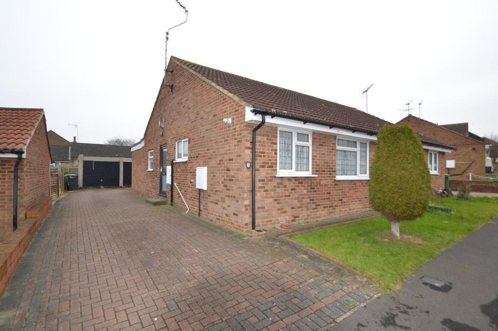 2 Bedrooms Semi Detached Bungalow for sale in Blackthorn Road, Witham, CM8 2XZ