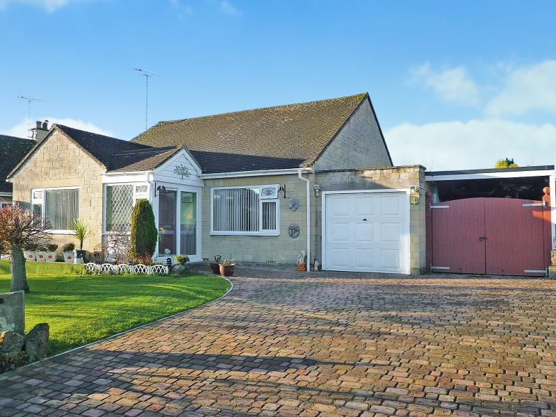 3 Bedrooms Bungalow for sale in Beacon View, Warminster, BA12