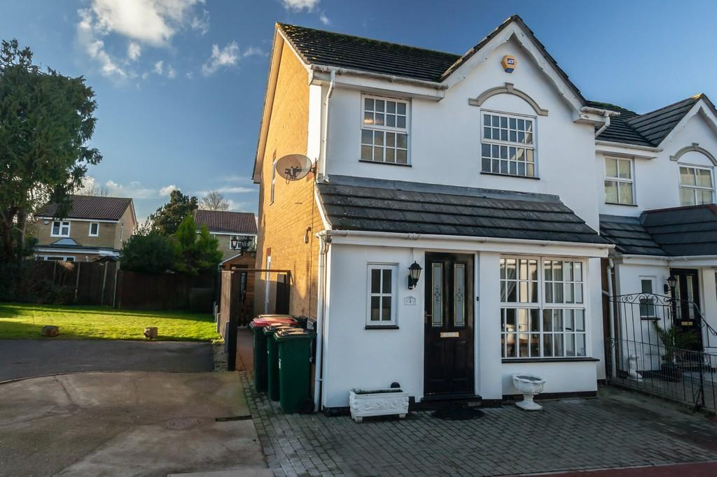 3 Bedrooms Detached House for sale in Southgate, Crawley, RH11